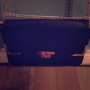 Handbags - Never used classy shoulder bag